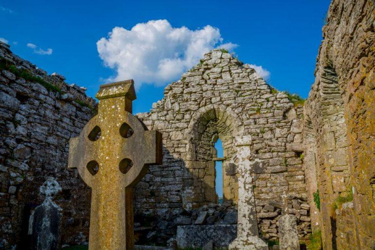 Daly's House B&B Doolin Ireland - Breakfast - Accommodation Bed and breakfast on Ireland's Wild Atlantic Way - Burren Carron Church Celtic Cross